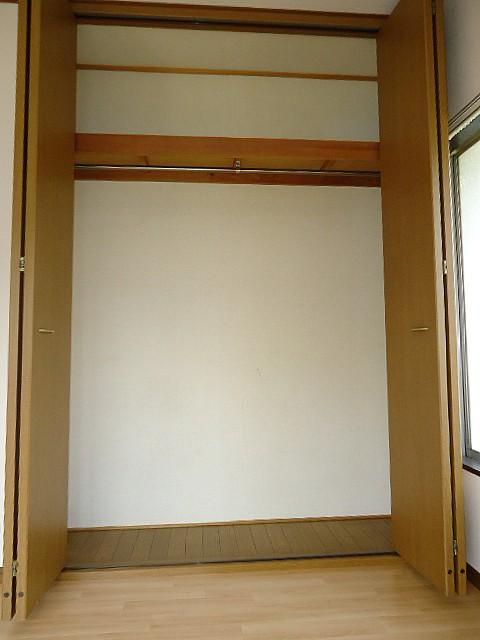 高さと奥行きのある大きな収納完備でお部屋を有効活用できます