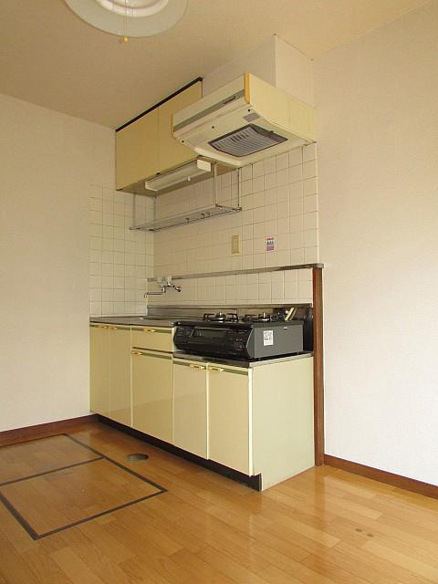 収納も豊富なキッチンです