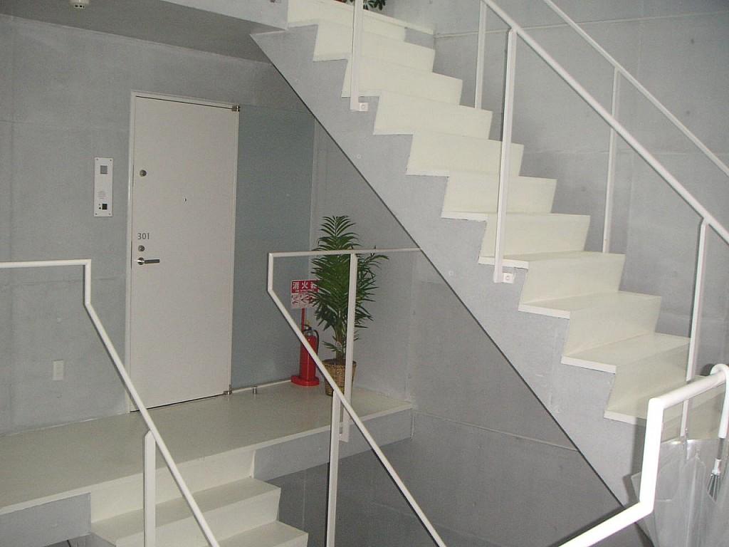 玄関 共同階段