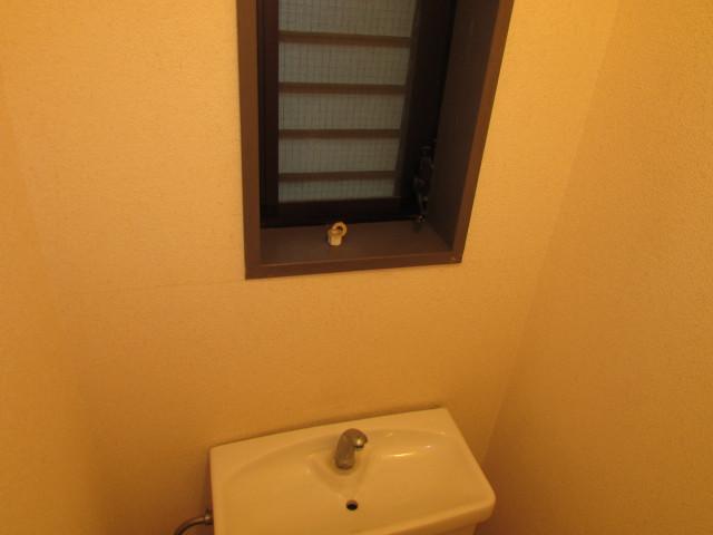 トイレ内窓あり