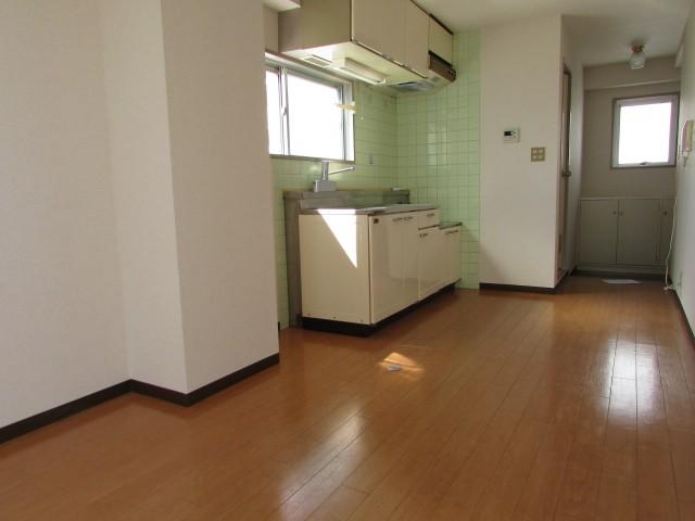 キッチン 上部にも収納スペース有♪