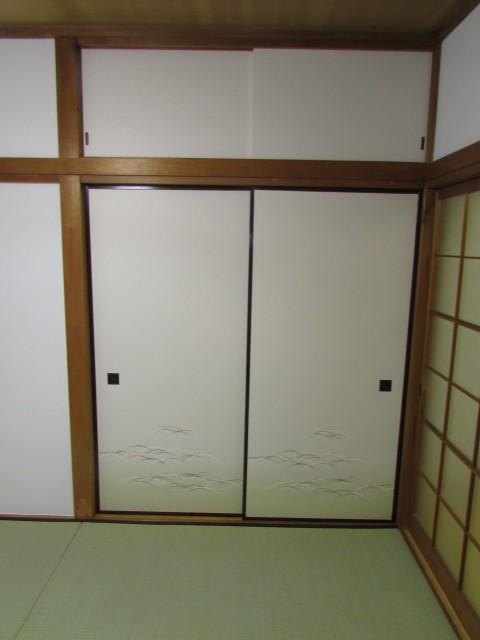 高と奥行きのある大きな収納完備でお部屋を有効的に使えます