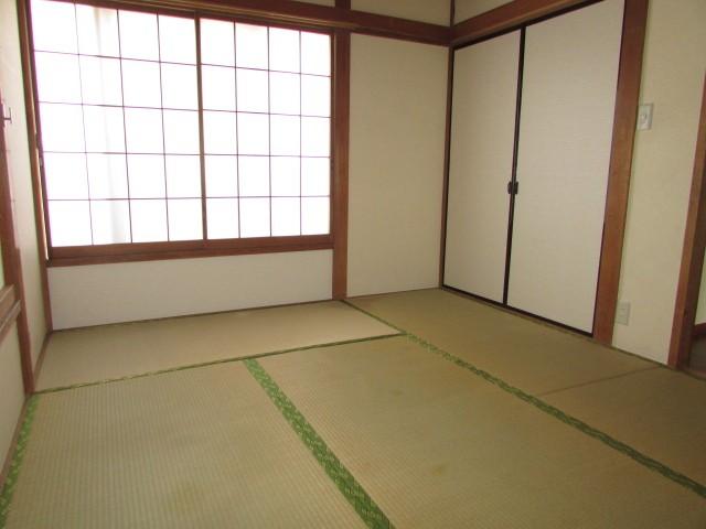 和室6帖 収納完備でお部屋を有効的に使えます