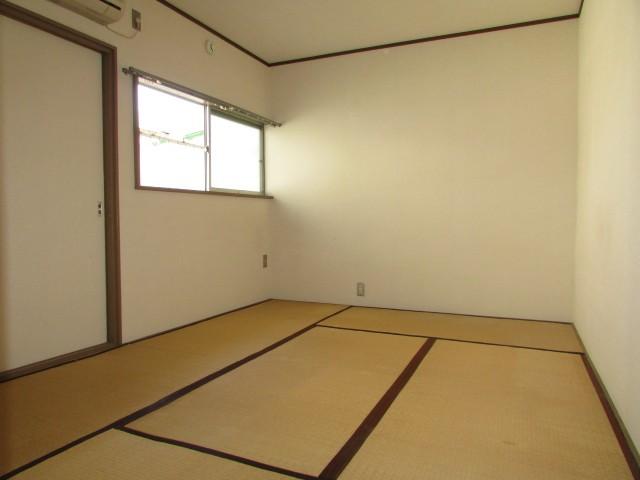 和室6帖 大きな収納完備のお部屋です