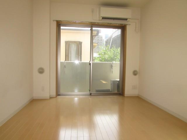ゆとりある洋室7,2帖のお部屋
