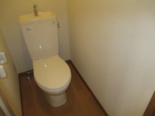 トイレ バストイレ別 コンセントもありウォシュレット設置可