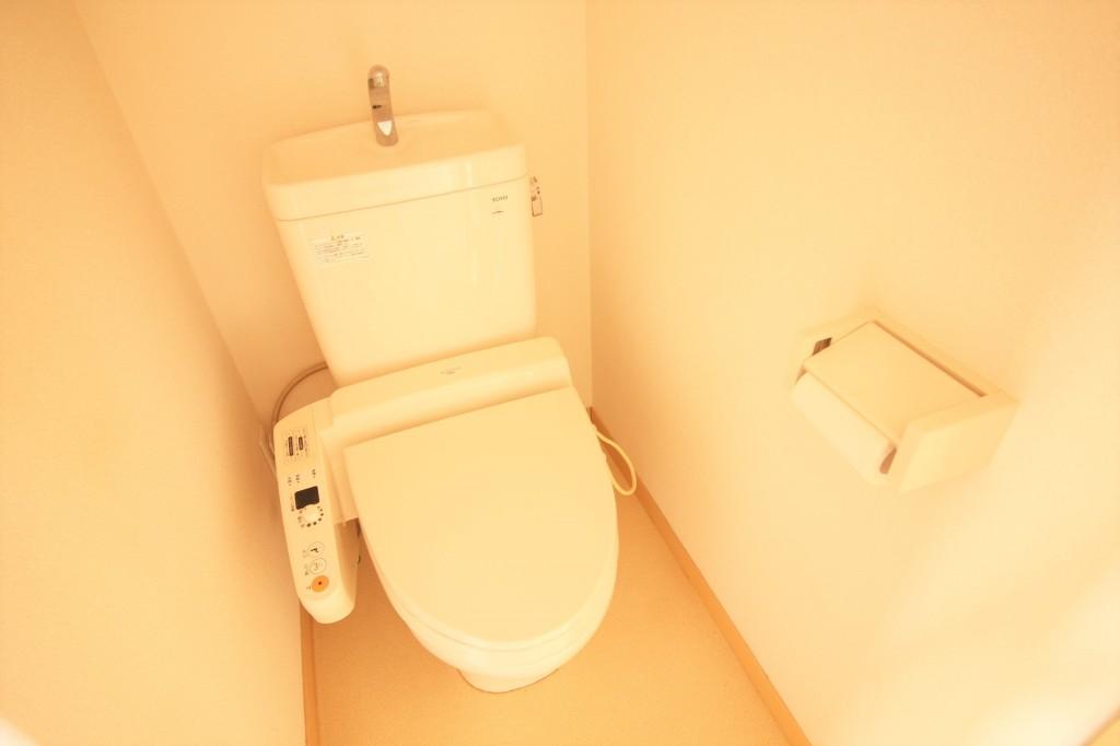 トイレ バストイレ別 温水便座完備