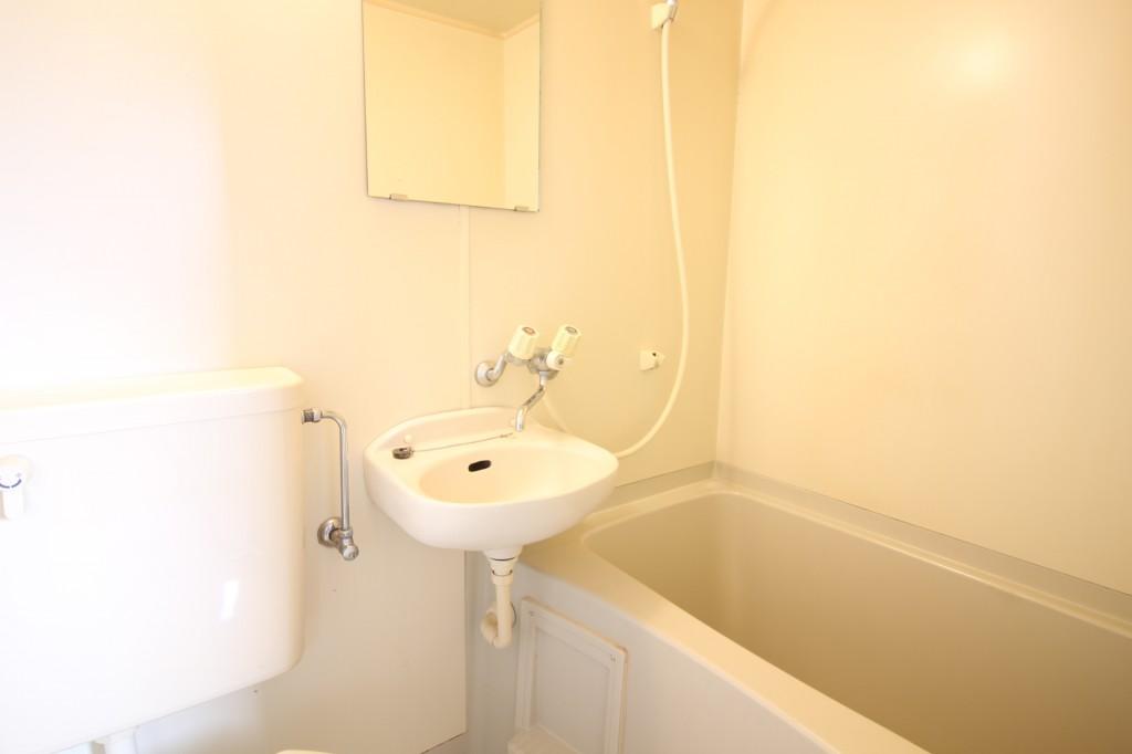 浴室内に洗面台有