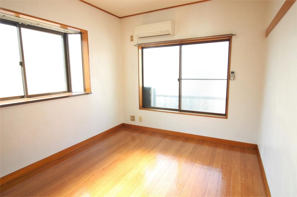 2階角部屋、2面採光