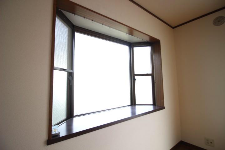 出窓、2面採光、風通り良好