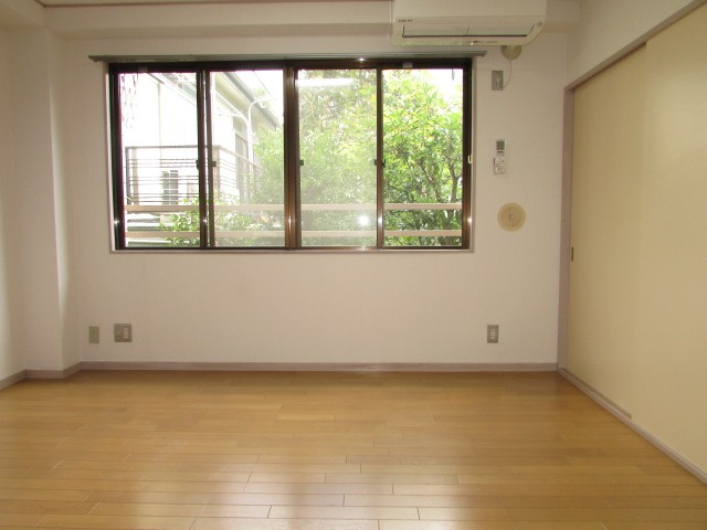 2階角部屋 2面採光