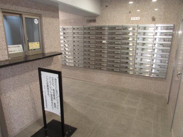 マンション入口メールボックス