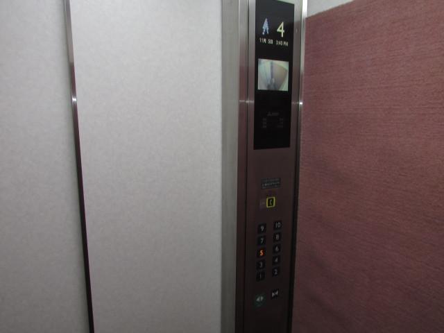 エレベーター内防犯カメラ有