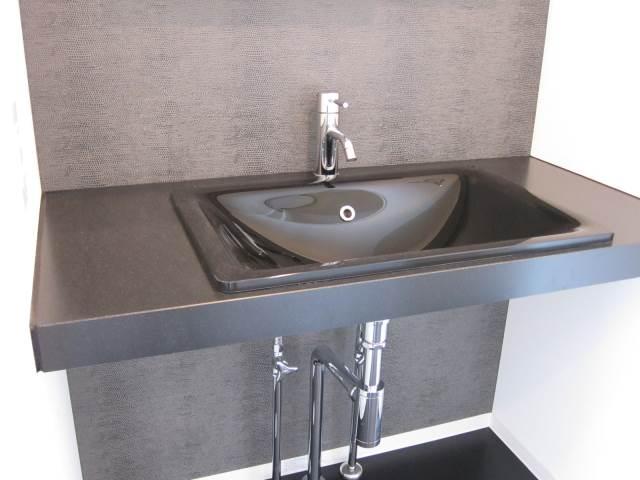 ■   シンプルな洗面台