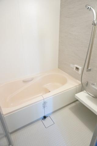 大きめサイズのお風呂で一日の終わりをゆったりと
