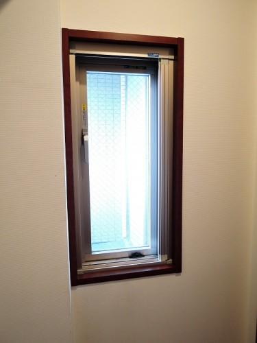 ウォークインクローゼットの小窓