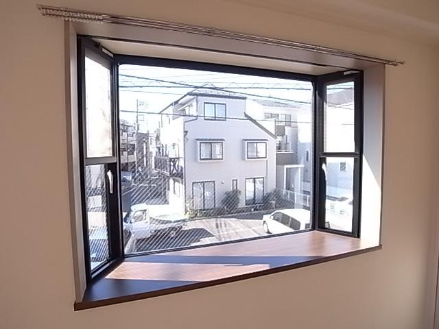 出窓が大きい!(写真は203号室のもの)