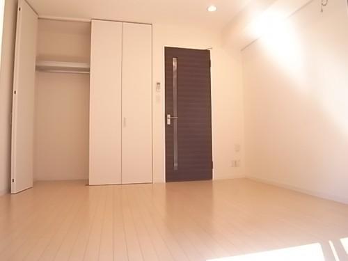 正方形の洋室は家具の配置がし易いのが特徴!