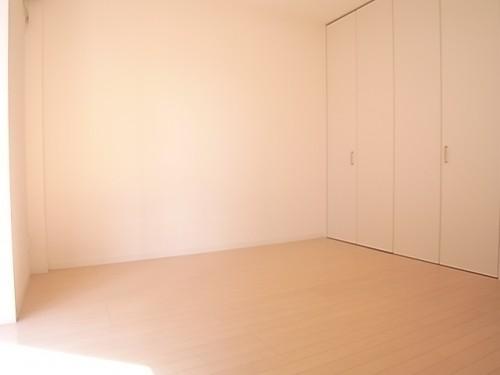 洋室6.7帖で少し広さにゆとりも。