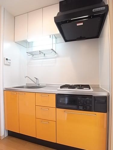 ヴィヴィッドな色調のキッチンがオシャレ!
