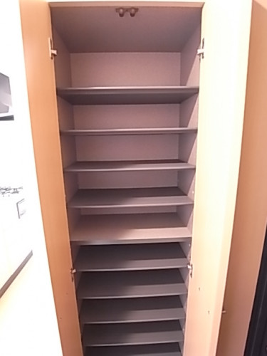 下駄箱は高さも調節で来てたくさん入る!