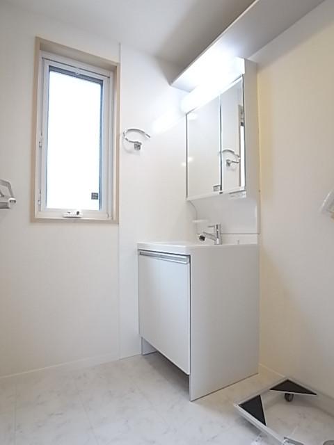 広さにゆとりを持たせた洗面脱衣所。2人で利用してもゆとりあり。