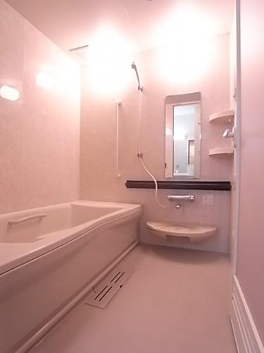足をしっかり伸ばして入浴可能!この広さはなかなかありません!160×160サイズ