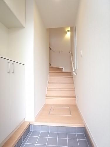玄関から内階段を撮影!