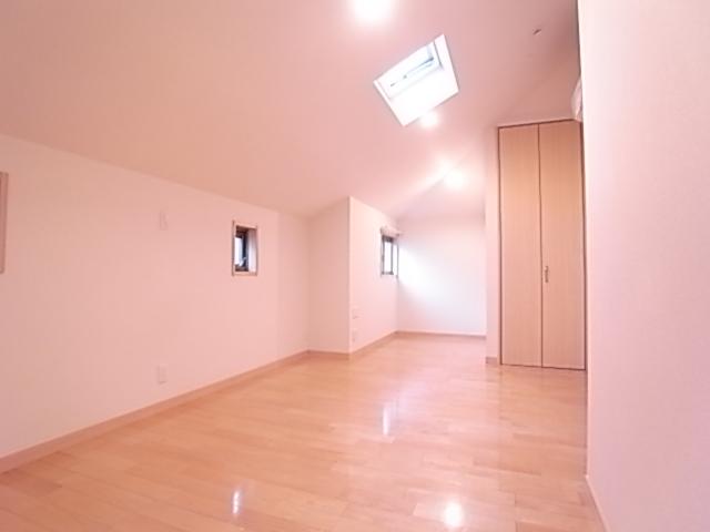2階洋室は10.2帖!