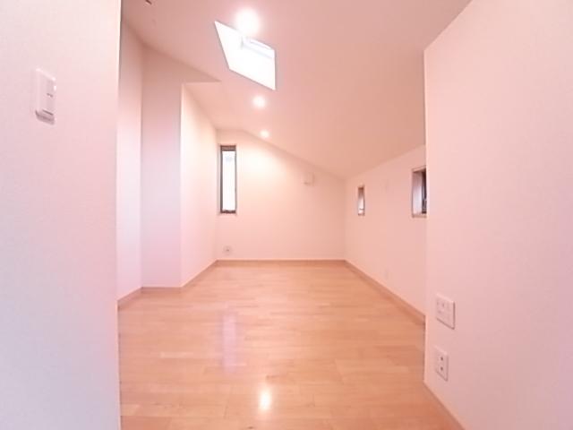 2階洋室も2面採光!