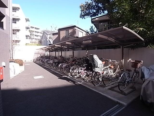 綺麗に整頓された駐輪場