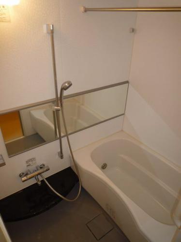 浴室は追い焚き機能付き!もちろん浴室乾燥機もついています!