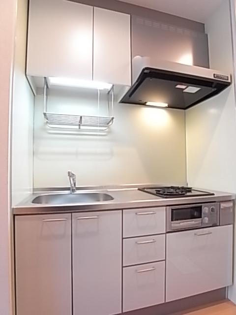 収納豊富で綺麗で明るいキッチンです!