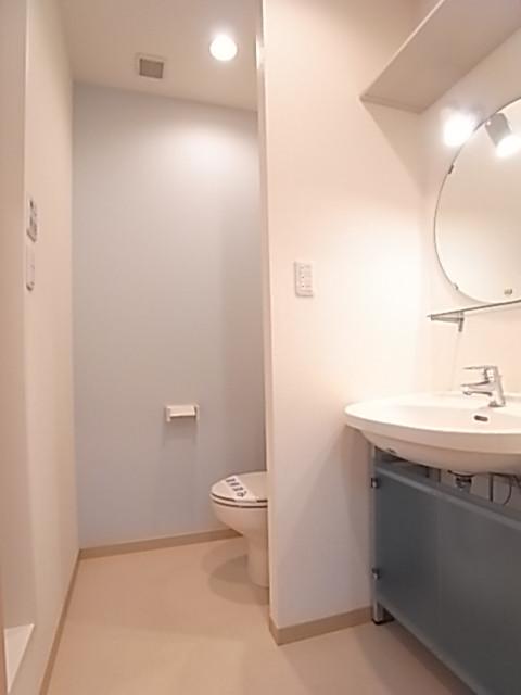 洗面脱衣所は洗面台とトイレスペースを兼ねます!