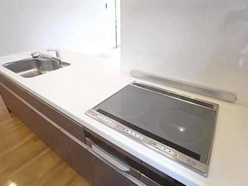 キッチンはIHクッキングヒーター3口でグリル付きです!