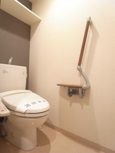 トイレはもちろん温水洗浄便座付きです!