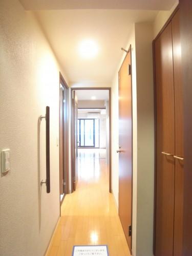 玄関から室内方向