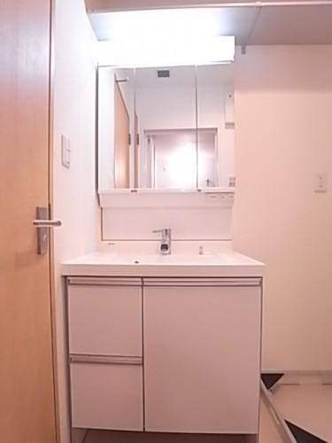 シャワー付き独立洗面台!