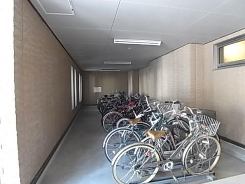 場所指定で整然とした駐輪場