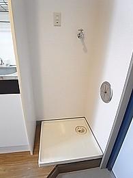 洗濯機置場。水漏れ時に安心の防水パン付き!幅72.8×奥61.7×高111.7
