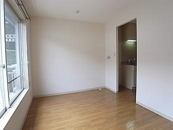 洋室の6畳は使い勝手がいいです!キッチンとの開口部幅122×高202