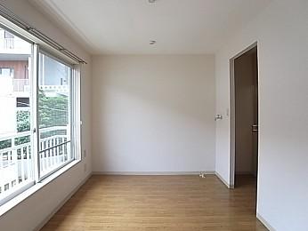 キッチンとお部屋はカーテンで仕切っても。