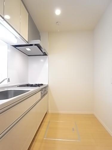 キッチンスペースが広く、食器棚や冷蔵庫も楽に配置できます!