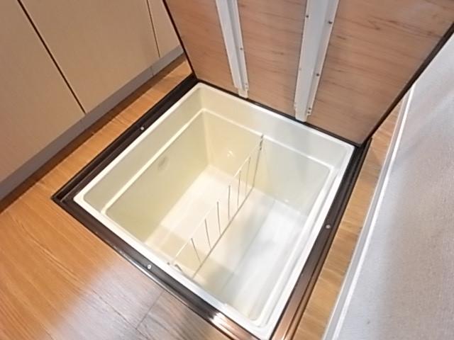 買い置きの保管に便利な床下収納!