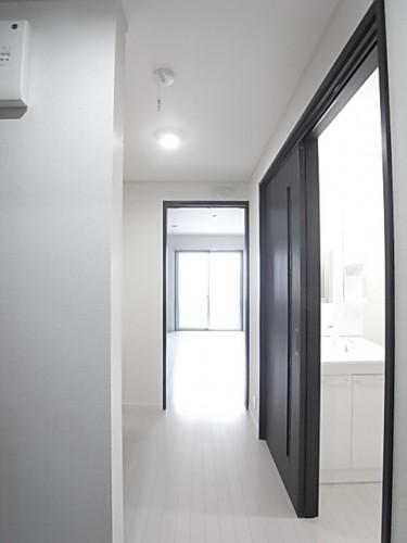 玄関から洋室方向を撮影!