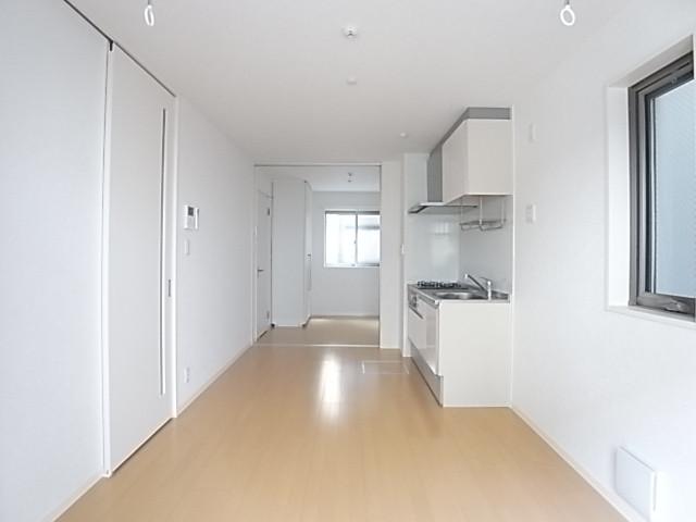 光を通すアクリルのスライドドアを開けてワンルームとして使うこともできます!