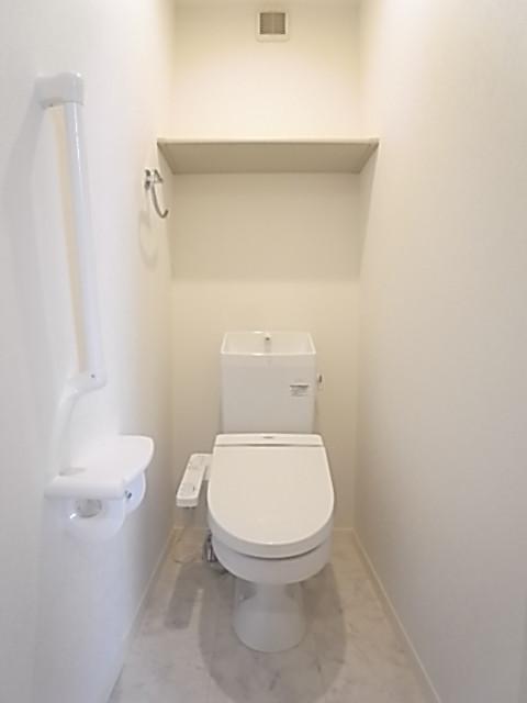 清潔感のあるトイレは温水洗浄便座!
