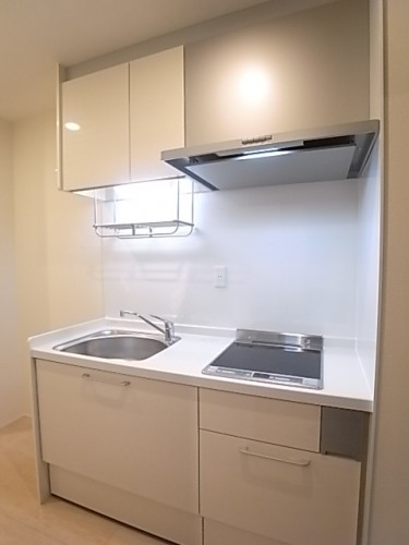 大きめの収納でキッチン用品がスッキリ収まります!