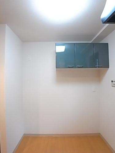 冷蔵庫置き場。上部には吊戸棚があります!