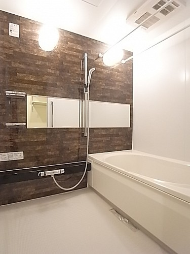 追い焚き・乾燥機能付き浴室は広く、一日の疲れをゆっくり癒せる♪